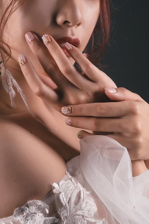 紅唇-新娘造型-花飾耳環-性感新娘-韓風新娘-創意美甲-葳葳新娘秘書